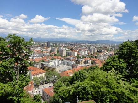 Ljubljana, a zsinóron lógó cipők városa